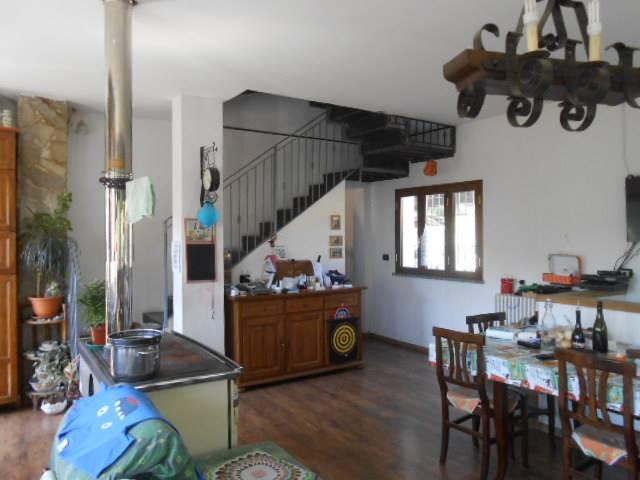 Soluzione Indipendente in vendita a Giusvalla, 10 locali, prezzo € 250.000 | Cambio Casa.it