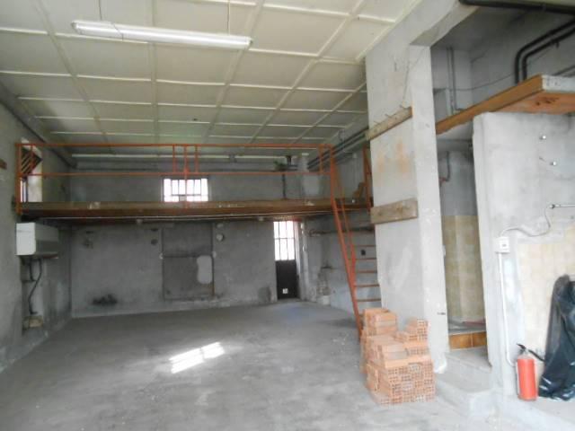 magazzino-deposito  in Affitto a Cairo Montenotte