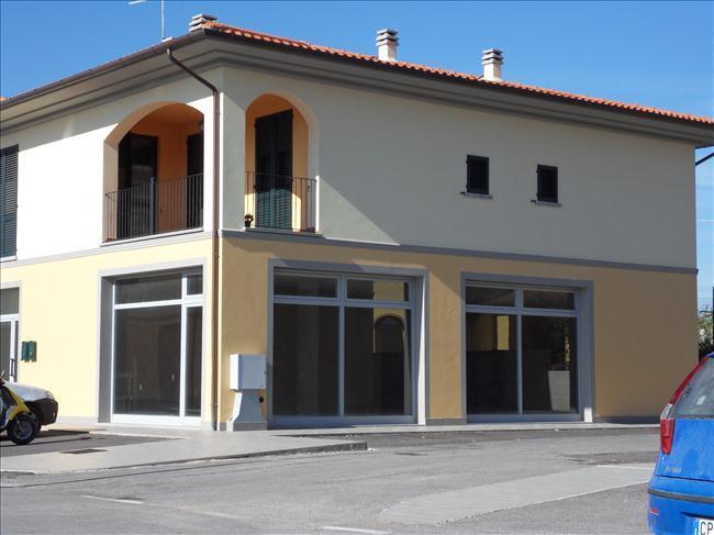 negozio  in Vendita a Cortona