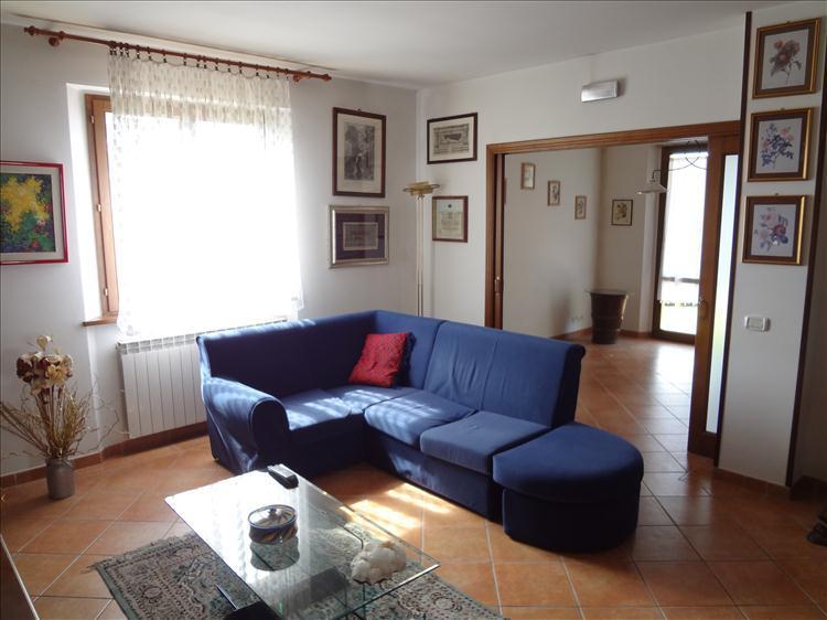 Villa in vendita a Cortona, 8 locali, zona Zona: Camucia, prezzo € 490.000   CambioCasa.it