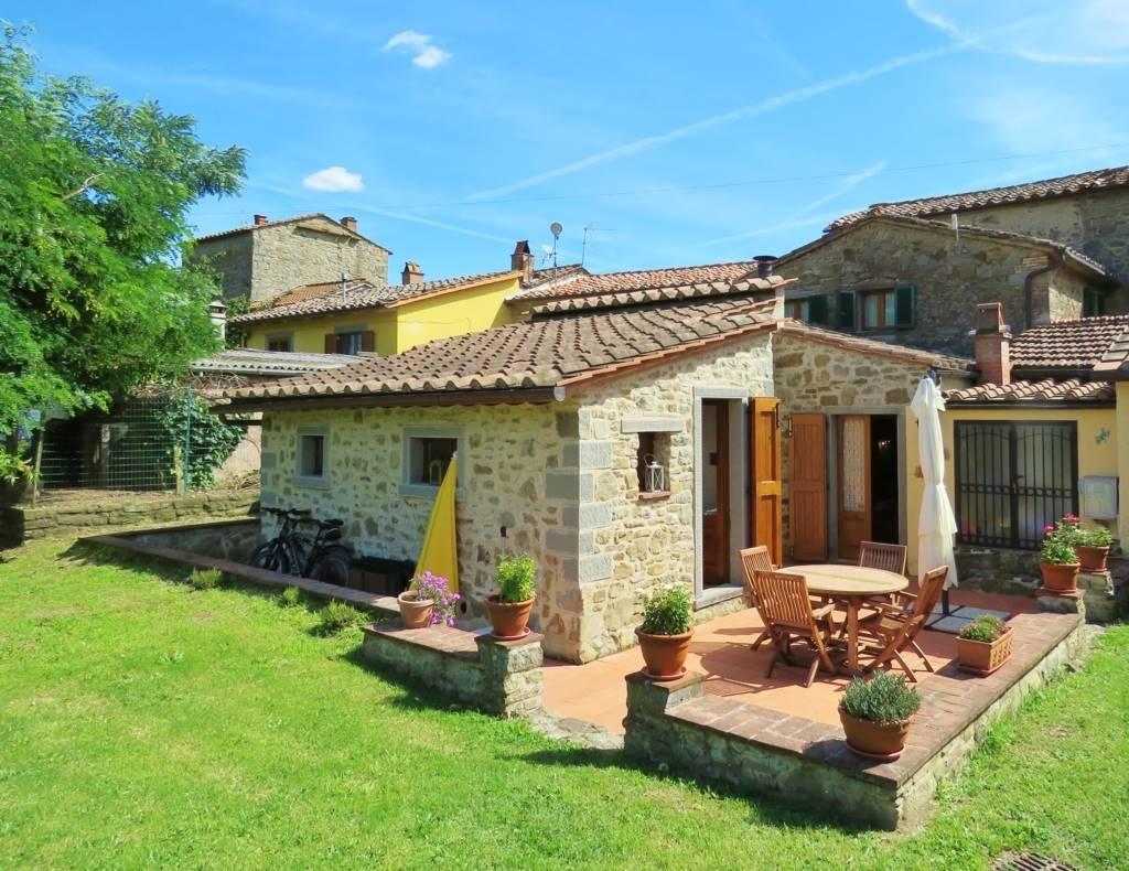 Soluzione Indipendente in vendita a Cortona, 7 locali, prezzo € 450.000 | Cambio Casa.it