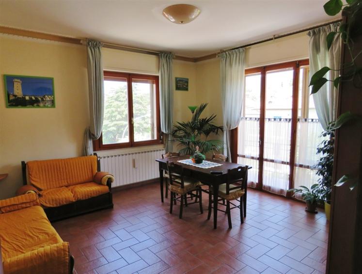 Appartamento in vendita a Cortona, 5 locali, zona Zona: Camucia, Trattative riservate | Cambio Casa.it