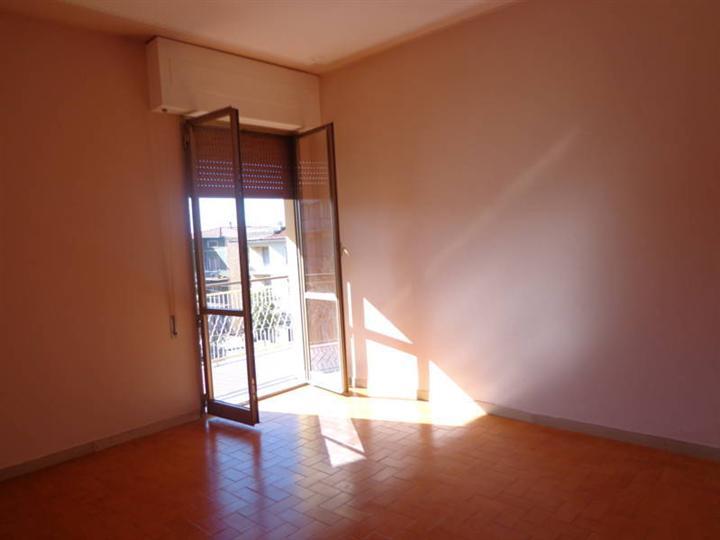 Ufficio / Studio in affitto a Cortona, 5 locali, zona Zona: Camucia, prezzo € 600 | Cambio Casa.it