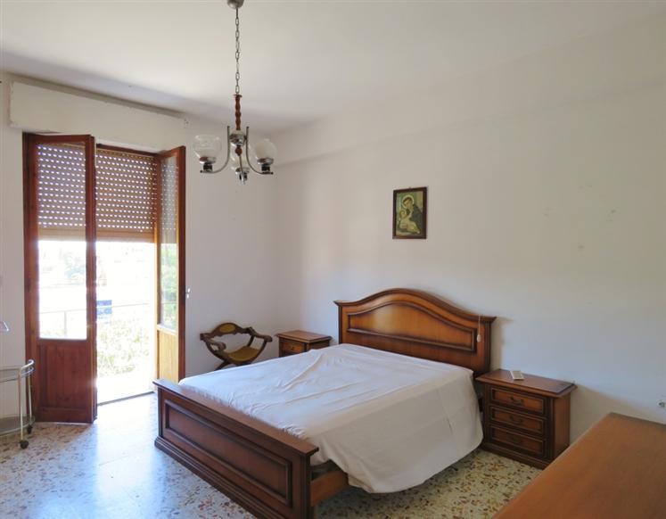 Appartamento in vendita a Cortona, 5 locali, zona Zona: Camucia, prezzo € 93.000 | CambioCasa.it