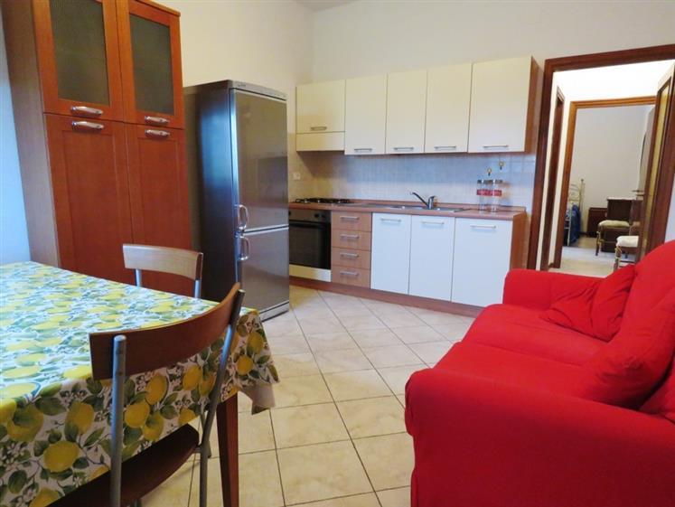 Soluzione Indipendente in affitto a Cortona, 2 locali, zona Zona: Camucia, prezzo € 350 | Cambio Casa.it