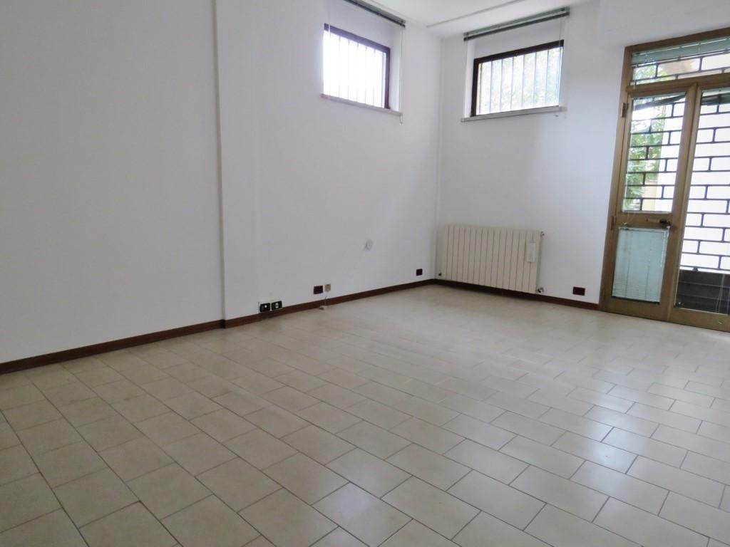 Negozio / Locale in affitto a Cortona, 1 locali, zona Zona: Camucia, Trattative riservate | Cambio Casa.it
