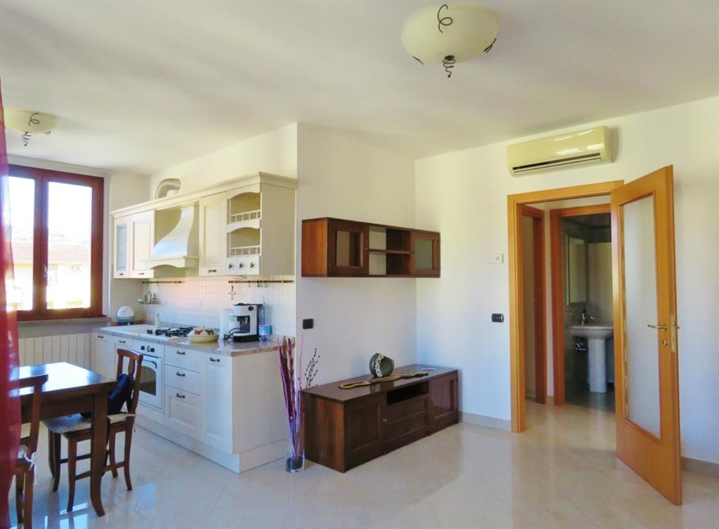 Appartamento in vendita a Cortona, 4 locali, zona Zona: Camucia, prezzo € 128.000 | Cambio Casa.it
