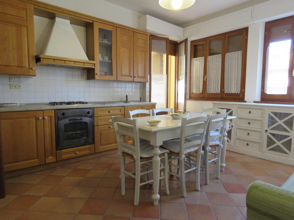 Appartamento in affitto a Cortona, 2 locali, zona Zona: Camucia, prezzo € 450 | CambioCasa.it
