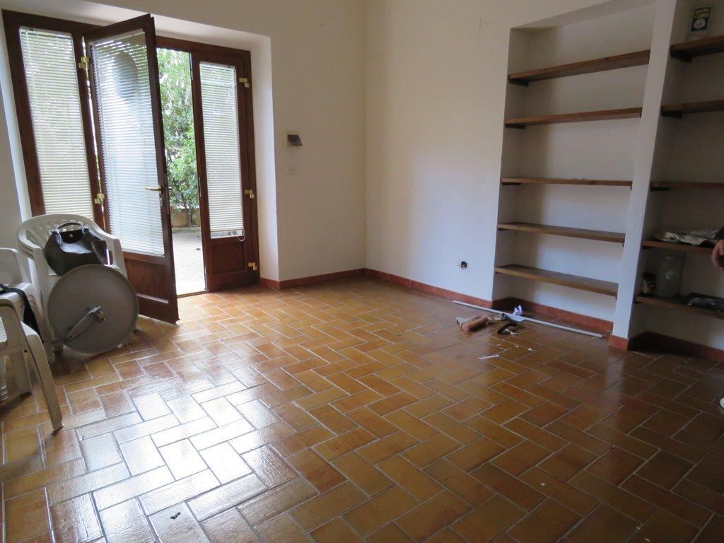 Immobile Commerciale in affitto a Cortona, 1 locali, zona Zona: Camucia, prezzo € 200 | Cambio Casa.it