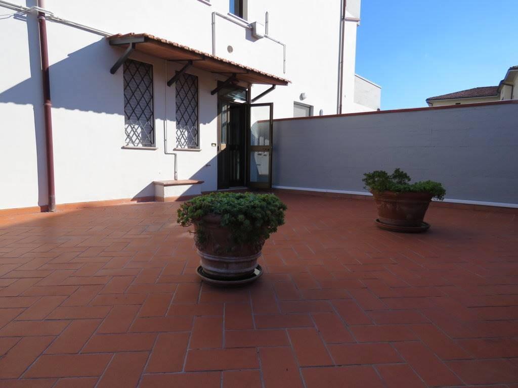 Soluzione Indipendente in affitto a Cortona, 3 locali, zona Zona: Camucia, prezzo € 450 | Cambio Casa.it