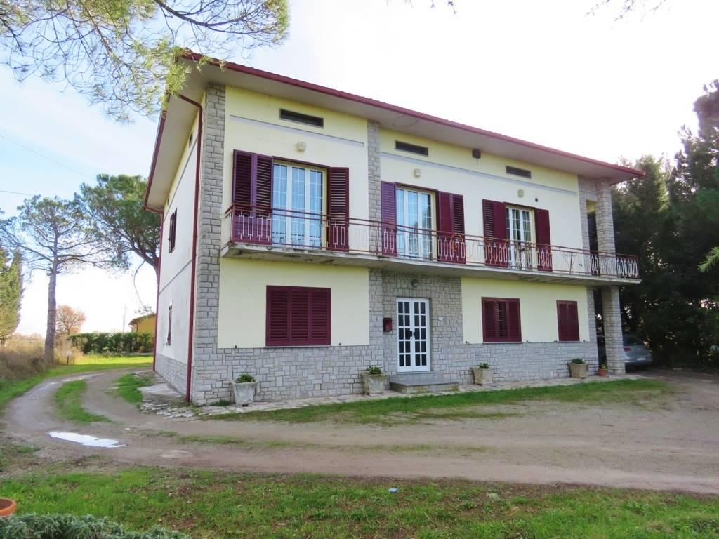 Soluzione Indipendente in vendita a Cortona, 10 locali, prezzo € 290.000 | Cambio Casa.it