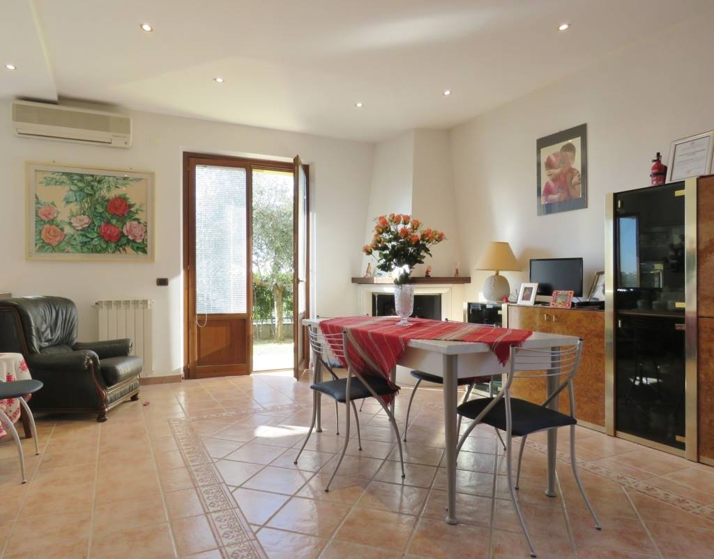 Villa in vendita a Cortona, 6 locali, Trattative riservate | CambioCasa.it