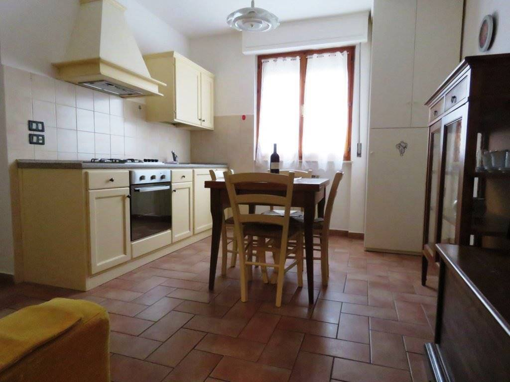 Appartamento in affitto a Cortona, 3 locali, zona Zona: Camucia, prezzo € 400 | Cambio Casa.it