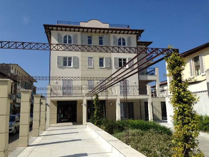 Appartamento in vendita a Forte dei Marmi, 5 locali, zona Zona: Centro, Trattative riservate | Cambio Casa.it