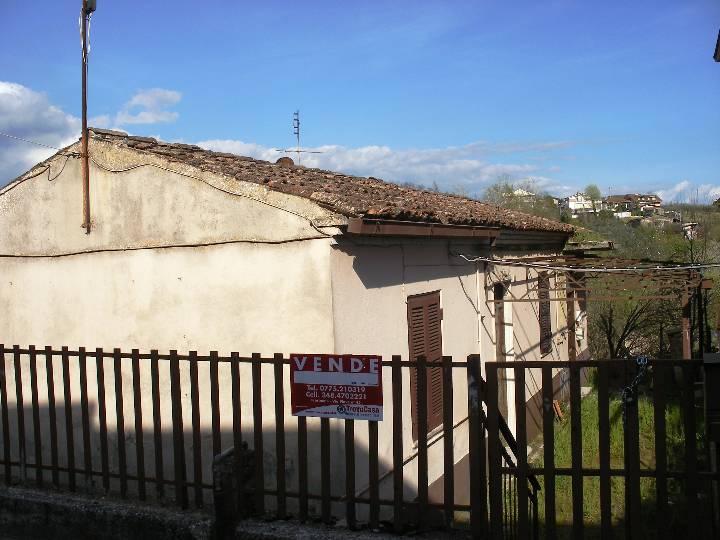 Soluzione Indipendente in vendita a Frosinone, 4 locali, prezzo € 45.000 | Cambio Casa.it