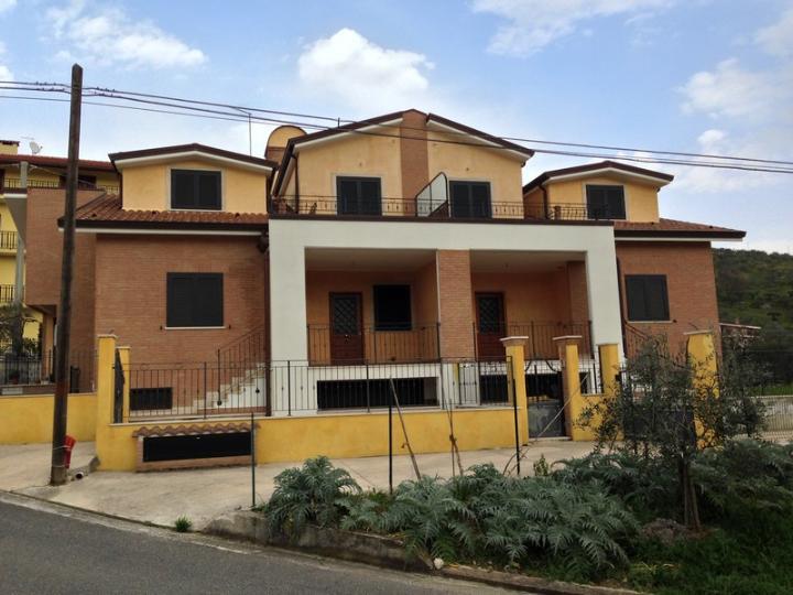 Villa a Schiera in vendita a Boville Ernica, 8 locali, zona Zona: San Lucio, prezzo € 145.000 | CambioCasa.it
