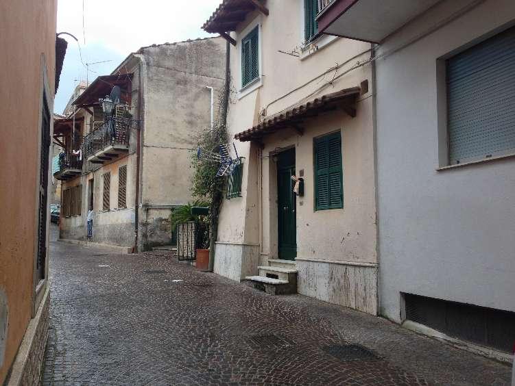 Soluzione Indipendente in vendita a Frosinone, 2 locali, zona Località: CENTRO STORICO, prezzo € 57.000 | CambioCasa.it