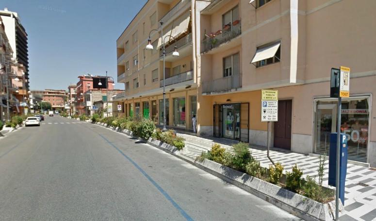 Negozio / Locale in vendita a Frosinone, 1 locali, zona Zona: Centro, prezzo € 40.000 | Cambio Casa.it