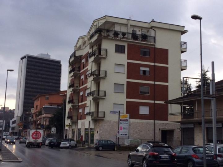 Negozio / Locale in vendita a Frosinone, 4 locali, zona Località: VILLA COMUNALE, Trattative riservate | Cambio Casa.it