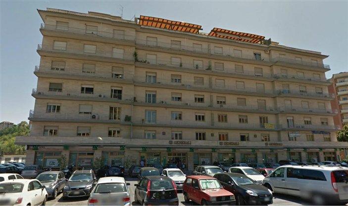 Ufficio / Studio in affitto a Frosinone, 1 locali, zona Zona: Centro, prezzo € 400 | CambioCasa.it