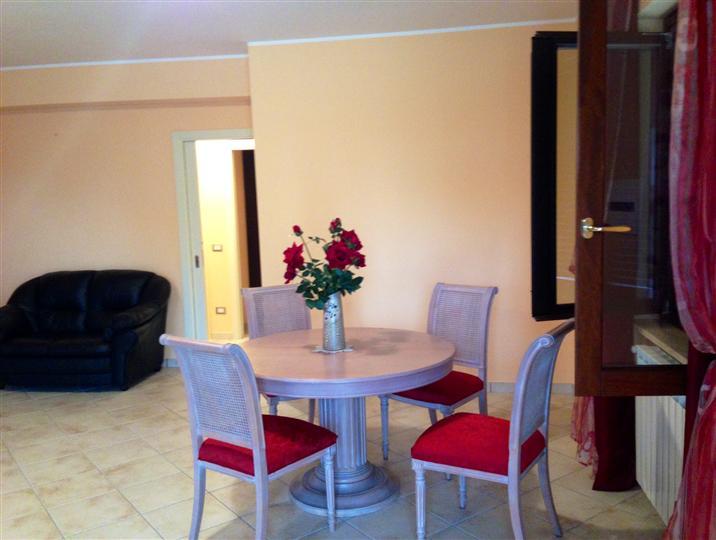 Villa Bifamiliare in affitto a Alatri, 3 locali, zona Località: TECCHIENA, prezzo € 550 | Cambio Casa.it