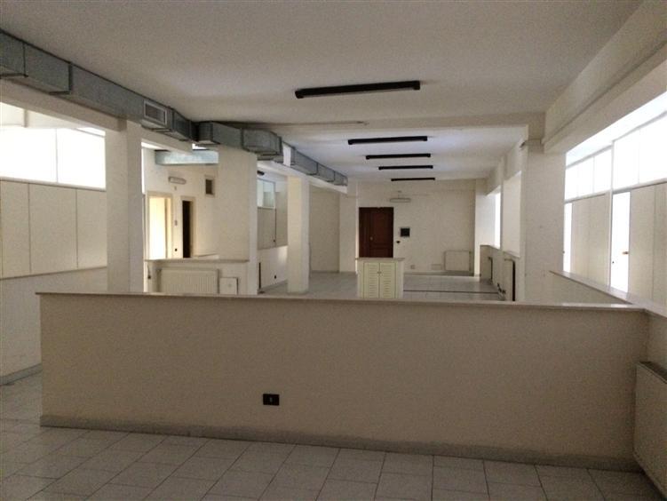 Ufficio / Studio in affitto a Frosinone, 12 locali, zona Località: SEMICENTRO, Trattative riservate | CambioCasa.it