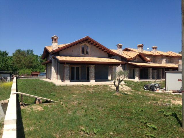 Villa in vendita a Frosinone, 5 locali, zona Località: SEMICENTRO, prezzo € 249.000   CambioCasa.it