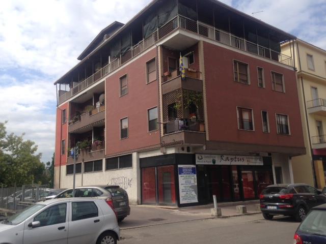 Negozio / Locale in vendita a Frosinone, 5 locali, zona Località: CAMPO SPORTIVO, prezzo € 295.000 | Cambio Casa.it