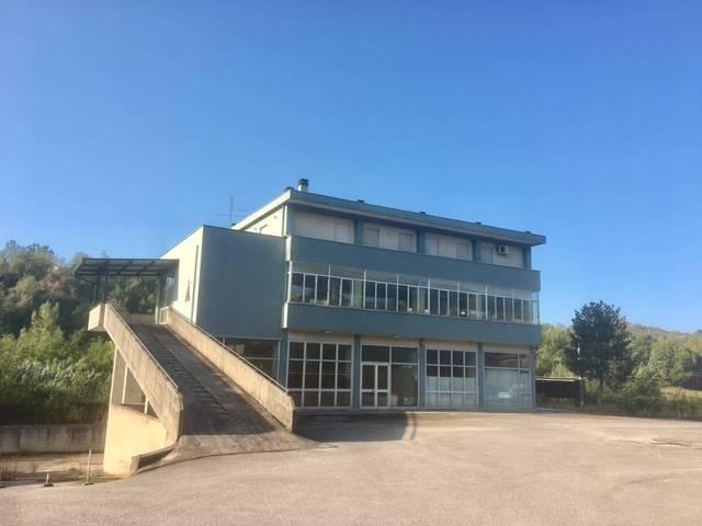 Immobile Commerciale in vendita a Veroli, 5 locali, zona Zona: Castelmassimo, Trattative riservate | CambioCasa.it