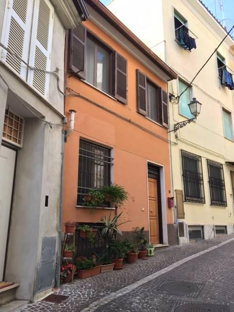 Soluzione Indipendente in vendita a Frosinone, 5 locali, zona Località: CENTRO ALTO, prezzo € 108.000 | Cambio Casa.it