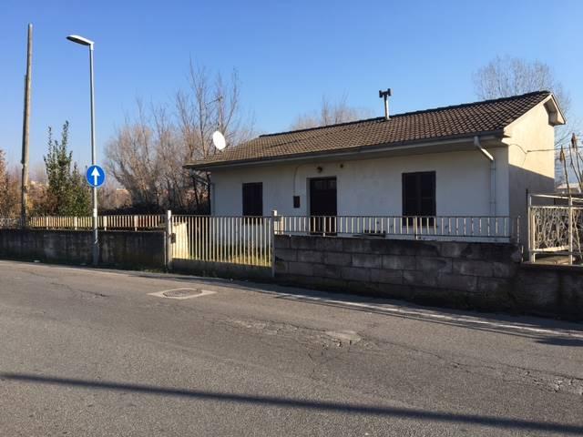 Soluzione Indipendente in vendita a Frosinone, 4 locali, prezzo € 87.000   Cambio Casa.it