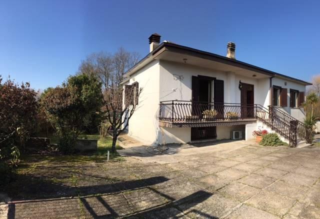 Soluzione Indipendente in vendita a Frosinone, 8 locali, prezzo € 215.000   Cambio Casa.it