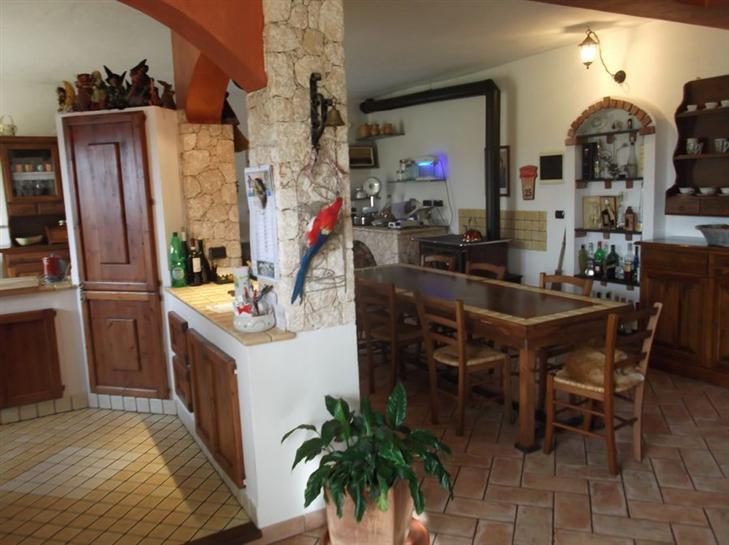 Villa in vendita a Vezzi Portio, 6 locali, Trattative riservate | Cambio Casa.it