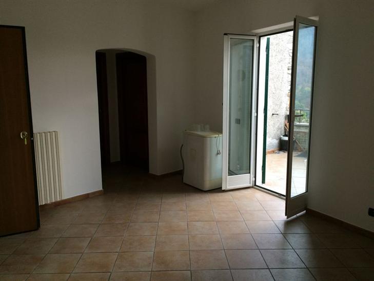 Appartamento in affitto a Vezzi Portio, 2 locali, zona Zona: Magnone, prezzo € 400 | Cambio Casa.it
