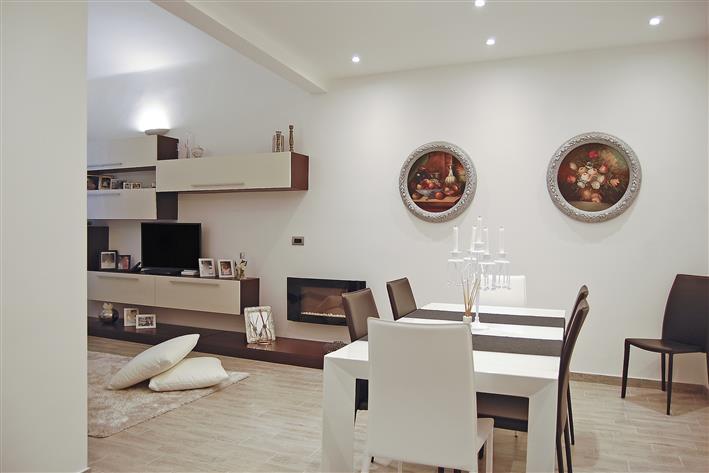 Appartamento in vendita a Spotorno, 4 locali, prezzo € 450.000 | Cambio Casa.it