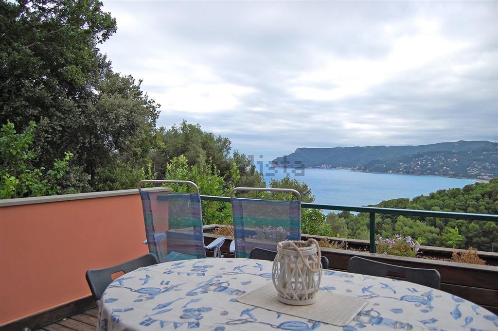 Appartamento in vendita a Bergeggi, 3 locali, prezzo € 580.000 | CambioCasa.it