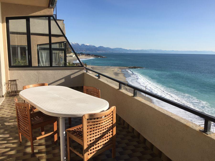 Appartamento in vendita a Bergeggi, 4 locali, prezzo € 430.000 | Cambio Casa.it