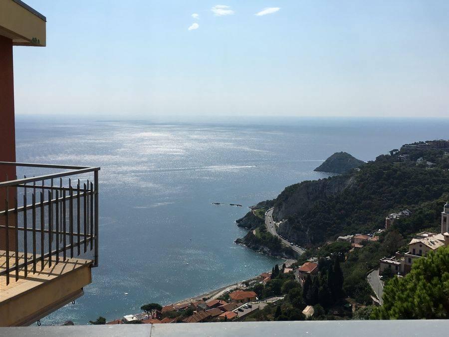 Appartamento in vendita a Bergeggi, 3 locali, prezzo € 350.000 | CambioCasa.it