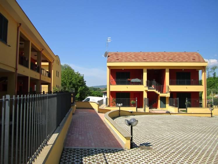 Appartamento in vendita a Artena, 4 locali, zona Zona: Macere, prezzo € 100.000 | Cambio Casa.it