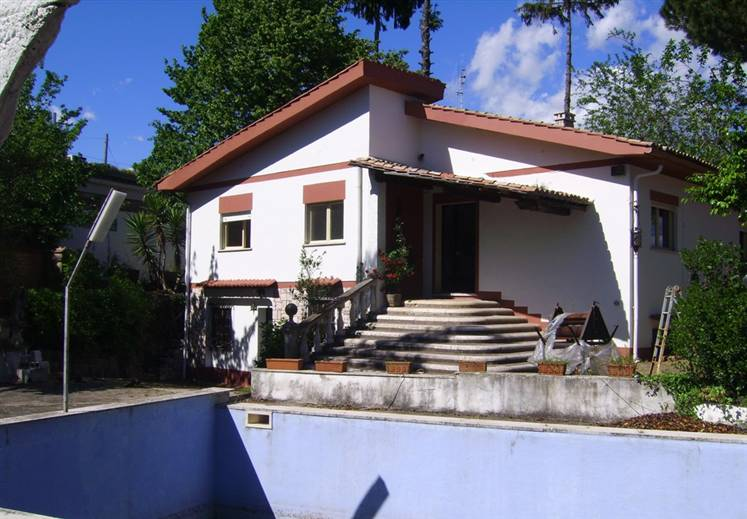 Villa VIA COLLE OTTORINO NORD 14  a Lariano