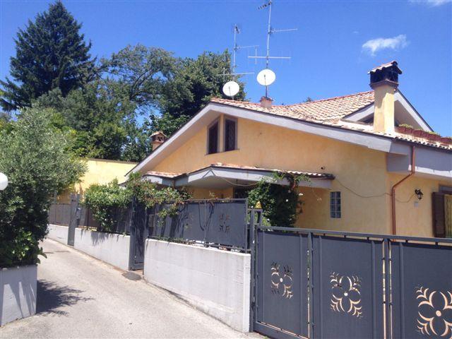 Villa bifamiliare VIA ENRICO FERMI  a Lariano