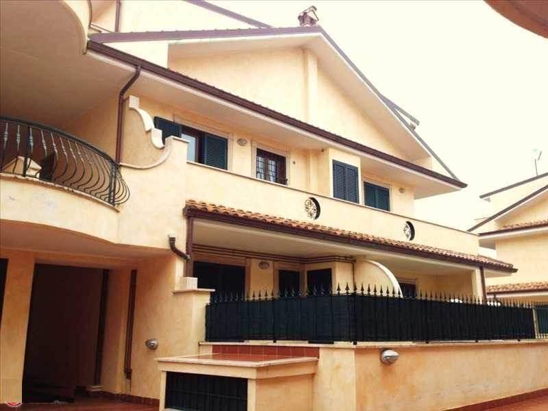 Appartamento in vendita a Lariano, 4 locali, zona Località: ADIACENTE CENTRO, prezzo € 119.000 | CambioCasa.it
