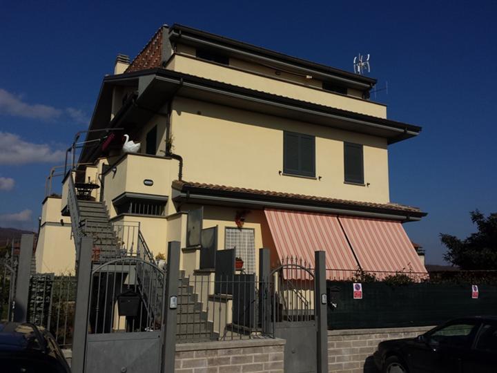 Appartamento indipendente VIA A. DE GASPERI  a Lariano