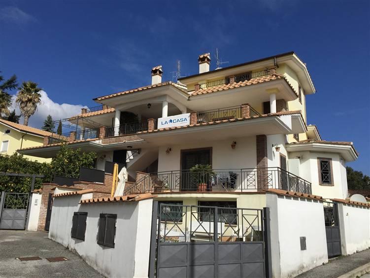 Appartamento in vendita a Lariano, 3 locali, zona Località: ZONA COLLE CAGIOLI, prezzo € 109.000   Cambio Casa.it