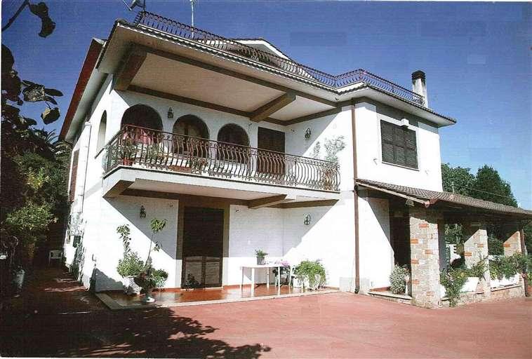 Villa VIA PIETRO NENNI 30  a Lariano