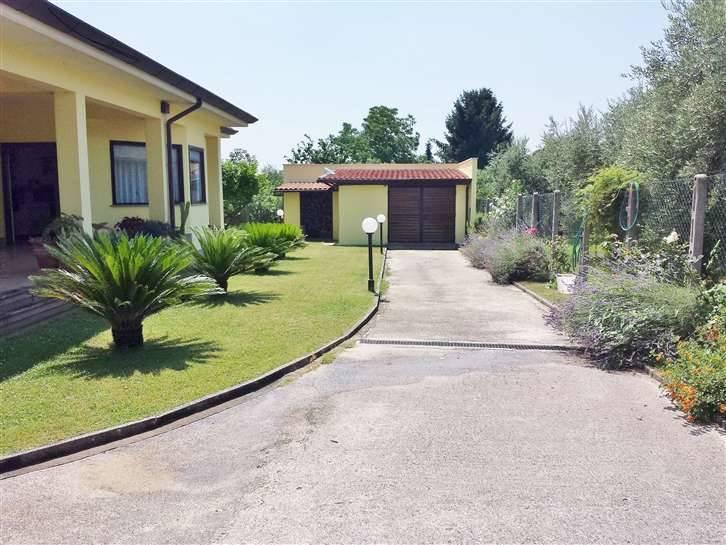 Villa in vendita a Lariano, 5 locali, zona Località: ZONA COLLE CAGIOLI, prezzo € 295.000 | Cambio Casa.it