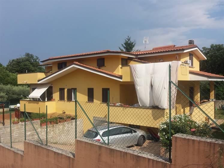Villa bifamiliare Via Colonnella II  8/A  a Lariano