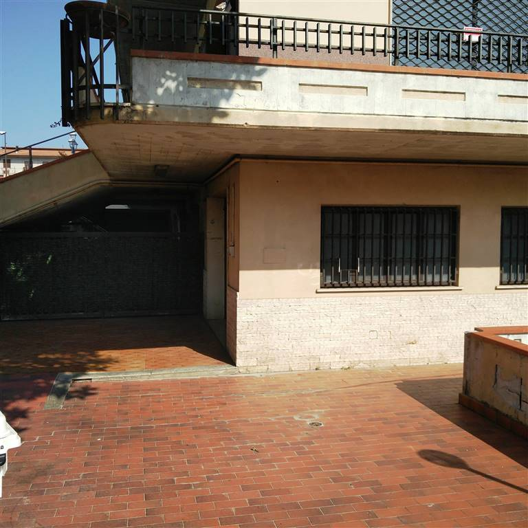 Negozio / Locale in vendita a Lariano, 7 locali, zona Località: CENTRALE, prezzo € 119.000 | Cambio Casa.it