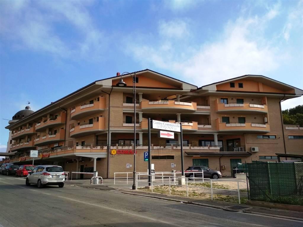 Appartamento in vendita a Lariano, 4 locali, zona Località: ADIACENTE CENTRO, prezzo € 155.000 | CambioCasa.it