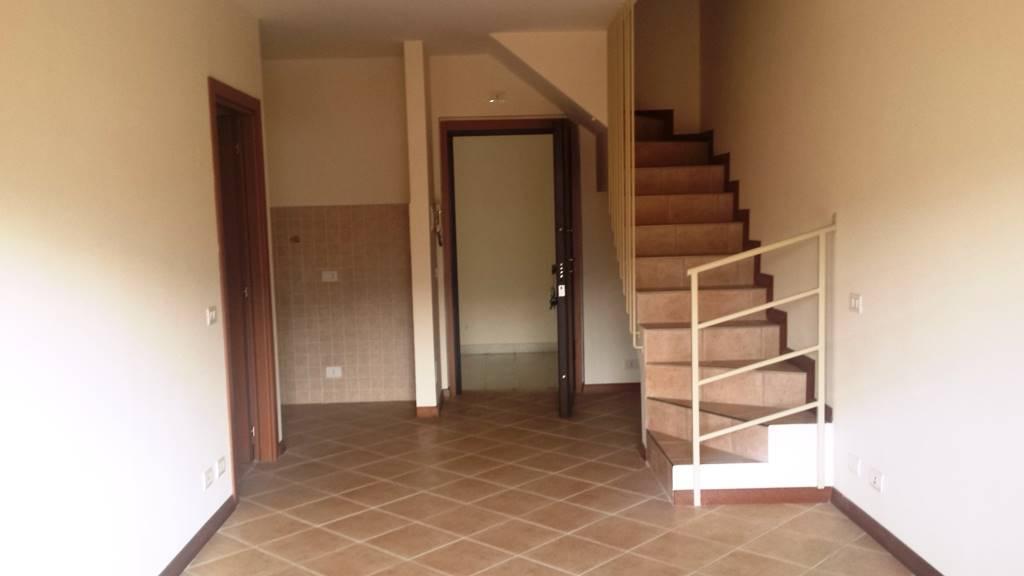 Appartamento in vendita a Lariano, 4 locali, zona Località: ADIACENTE CENTRO, prezzo € 159.000 | Cambio Casa.it